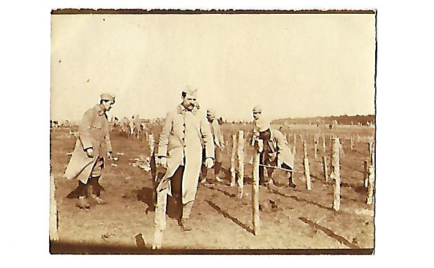 Front 1ère partie : pose de fil de fer barbelé et au lointain les échos de la bataille de Verdun…lettre du 1er mars 1916